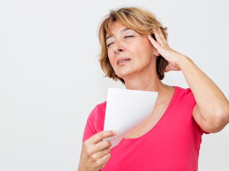 Симптомы приливов менопаузы и методы борьбы с ними