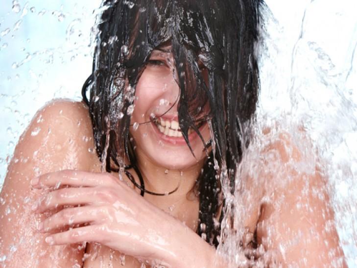 Фото как моются девушки в душе