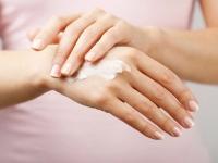 Як доглядати за нігтями взимку?